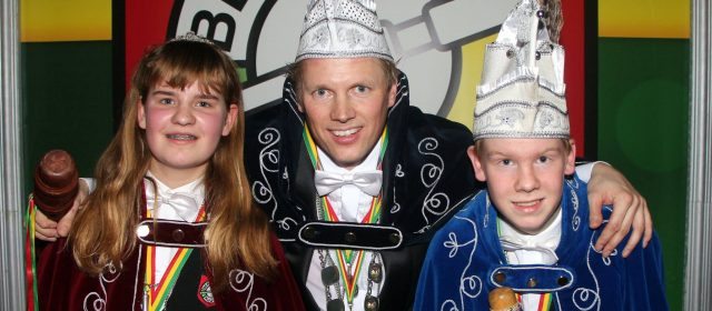 Nieuwe heersers Beringse Kuus: Prins Nico I en jeugdprinsenpaar Sem I en Dana I